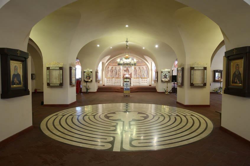Церковный лабиринт в Санкт-Петербурге.jpg